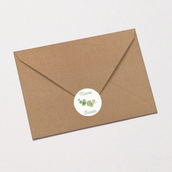 pegatina adhesiva floral en verde con faja en sobre